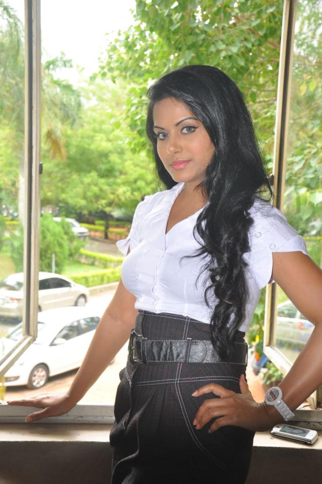 ரக்ஷனா மௌரியா | RACHANA MOURYA Rachan10