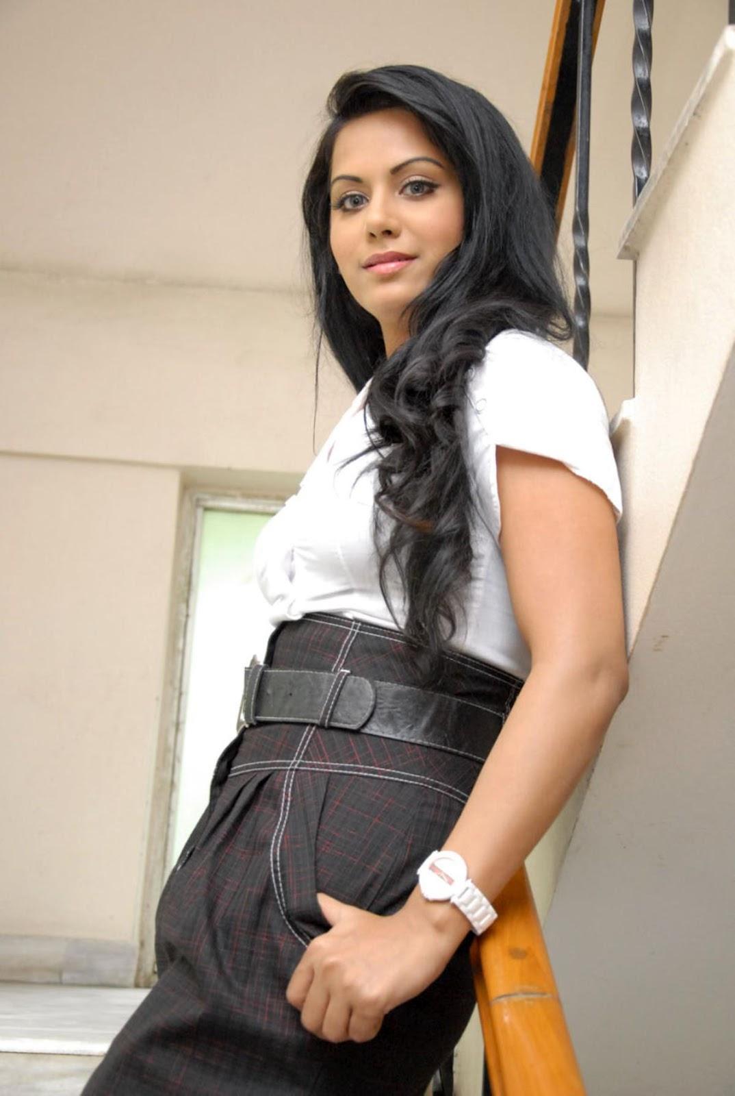 ரக்ஷனா மௌரியா | RACHANA MOURYA Rachan16