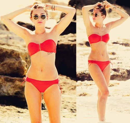 Miley Cyrus is cutting herself! Ab3f9010