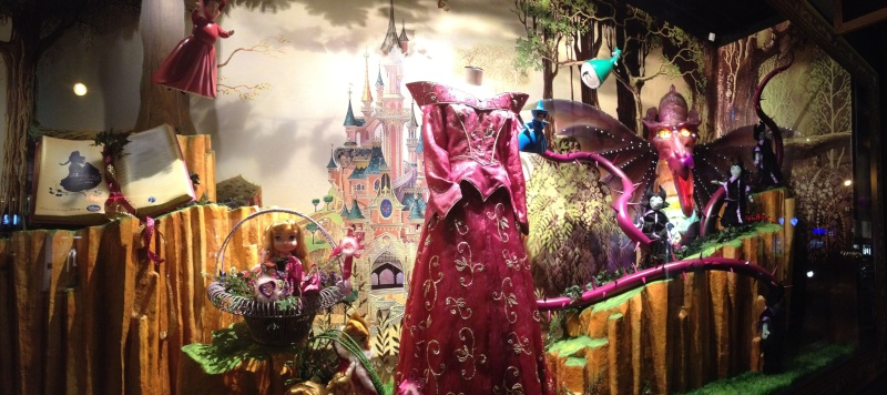 Disney pop up store aux galeries lafayette (du 5/11/2012 au 5/01/2013 ) - Page 5 Img_0928