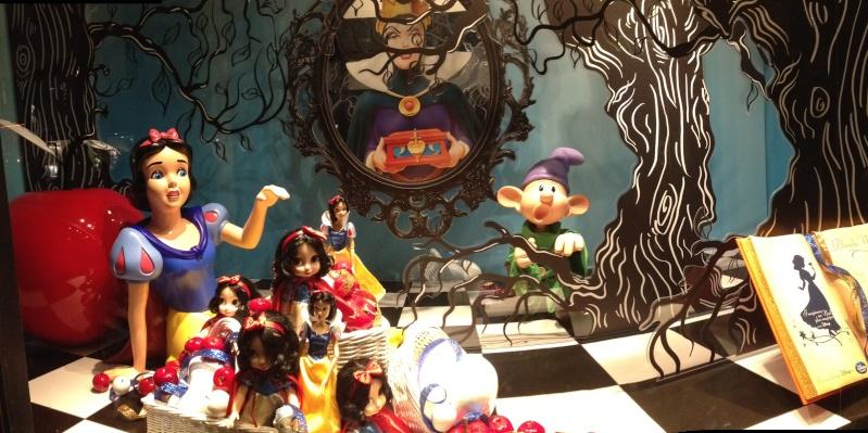 Disney pop up store aux galeries lafayette (du 5/11/2012 au 5/01/2013 ) - Page 5 Img_0929