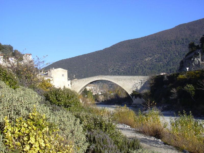 Voyage au pays des cigales, des olives, du bon vin et de la lavande 800px-10