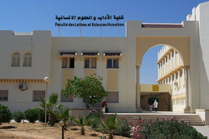 كلية الآداب و العلوم الإنسانية بصفاقس