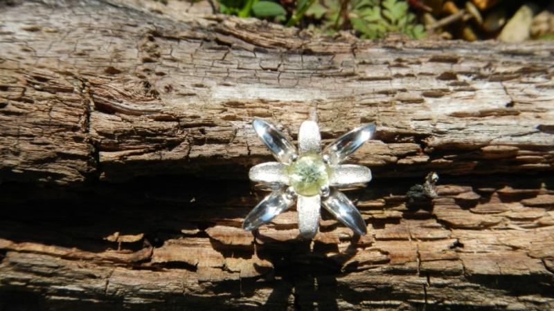 Petite bague fleur argent 925 et chrysobéryl  Dscn0228