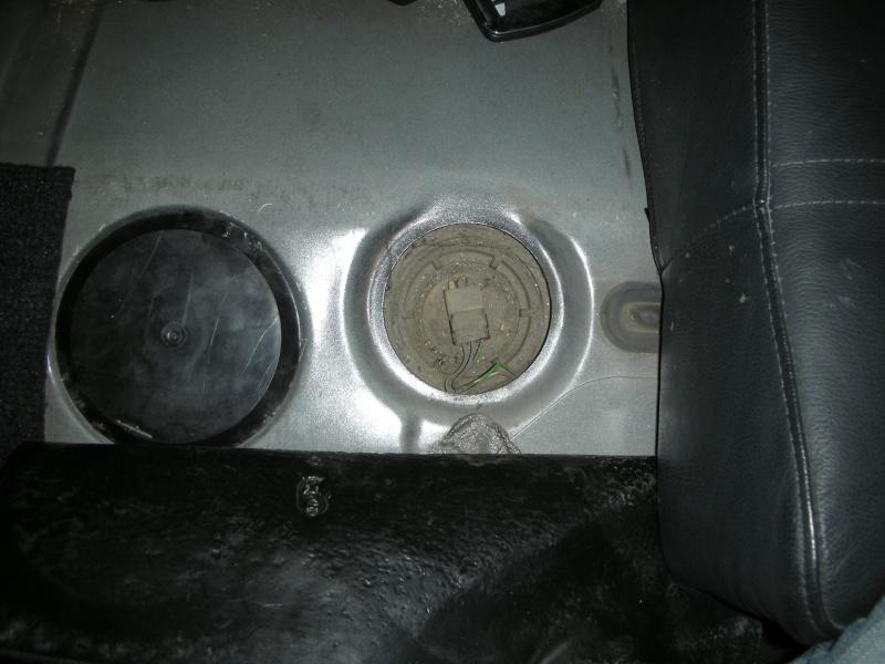 Soucis d'odeur d'essence dans l'habitacle  Dscn6521