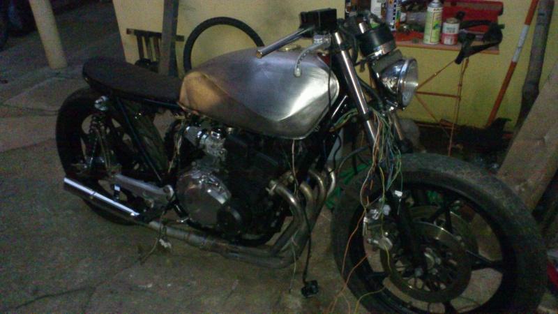 Suzuki 400 gsxf   Bratstyle ou presque - Page 12 Dsc_1510