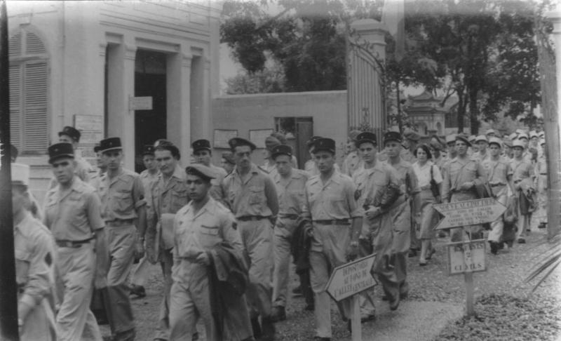 Obsèques en Indochine Enterr10