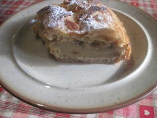 couronne de pâte à chou garnie de crème pâtissière.photos. Img_0711
