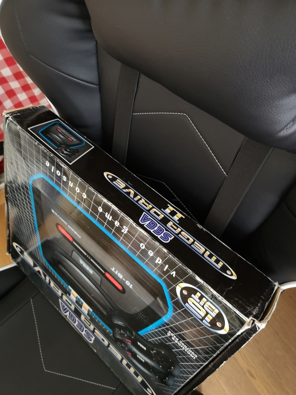 [VDS] Megadrive 2 Complète en boite + 4 manettes : 75€ VENDUE ! Img_2028