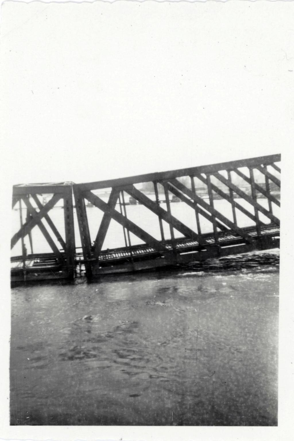Ponton Passerelle de débarquement 2 DB ? 1944_110