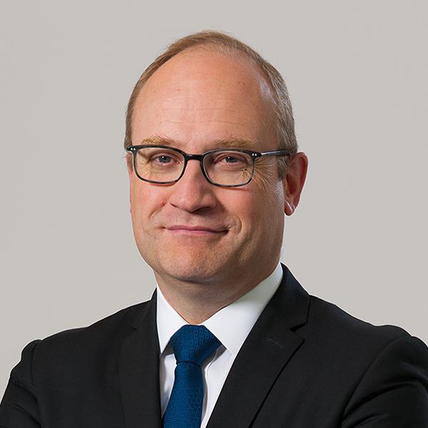 Olivier Lecler commence sa carrière en 1992 comme rédacteur de la Note de conjoncture macro-économique de l'INSEE Olivie12