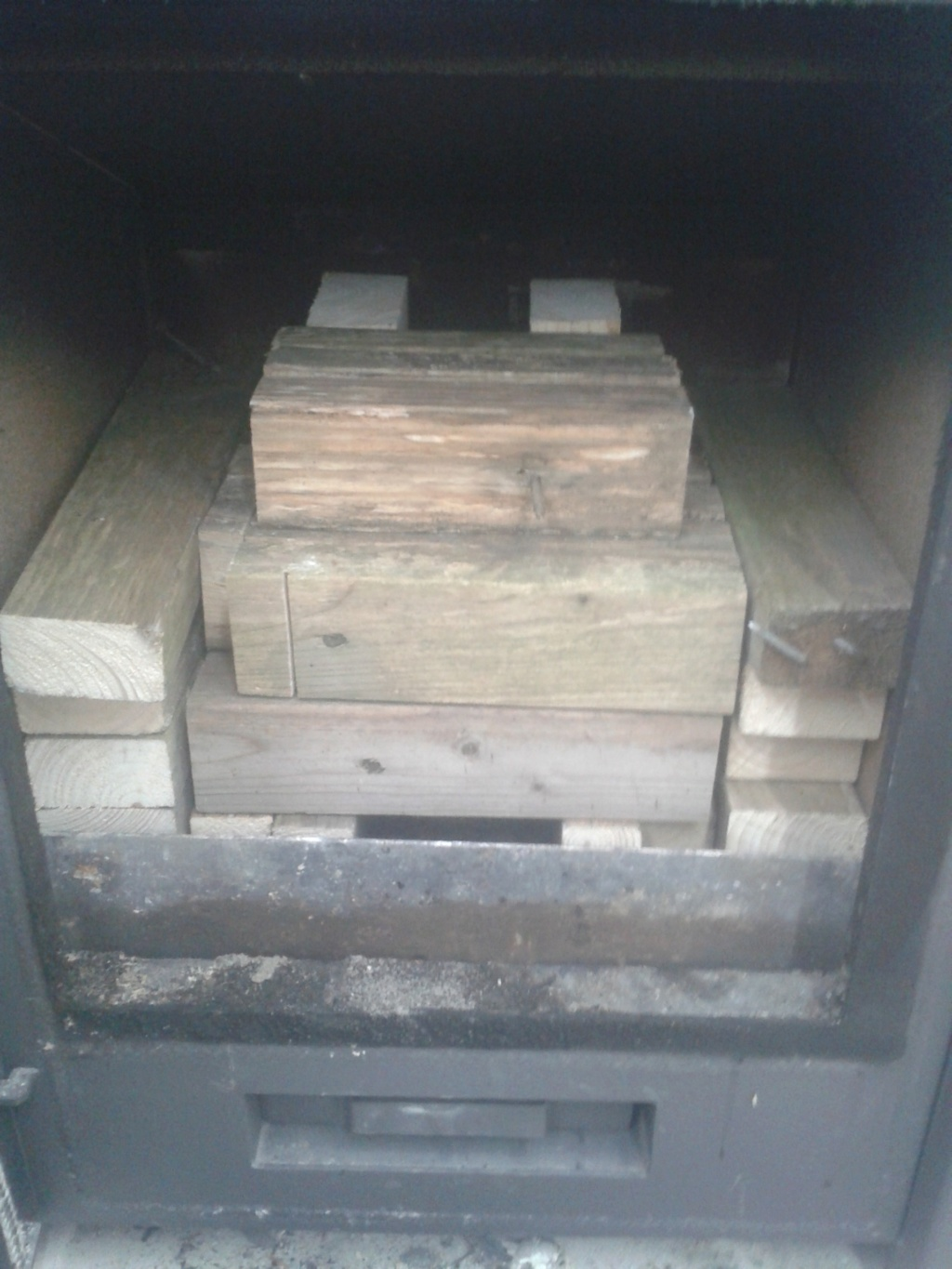 new wood stove rocket stove built inside of it  20181114