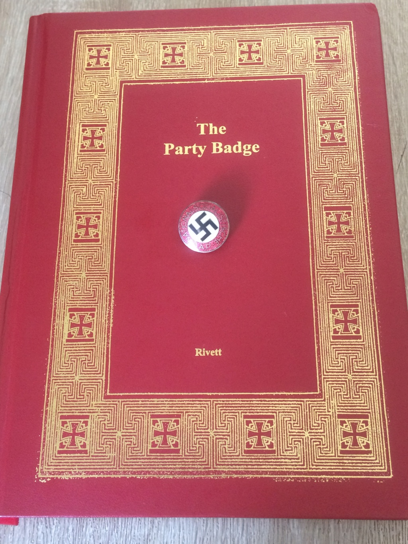 The party badge de Jo rivett - Page 2 07715