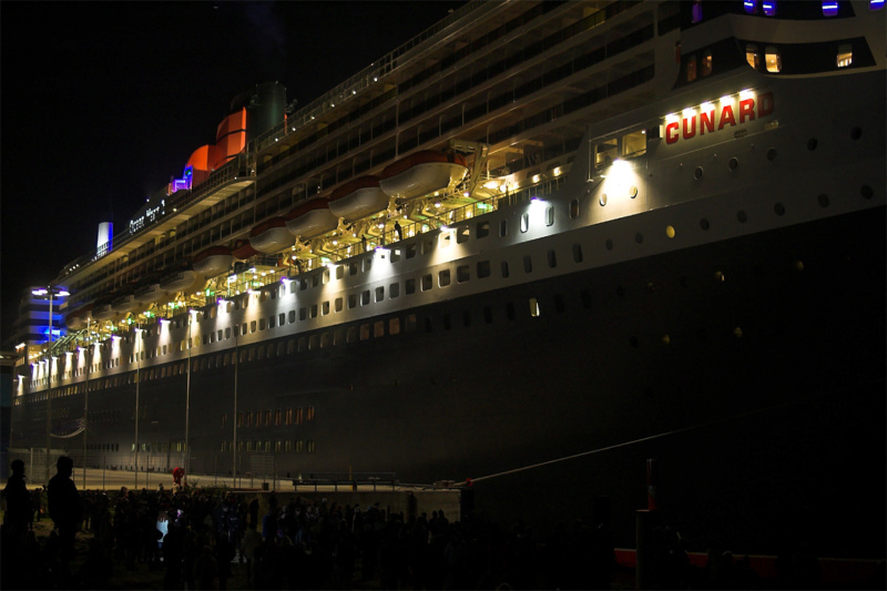 Queen Mary 2 mit LED-Beleuchtung / Revell, 1:400 - Seite 2 20051110