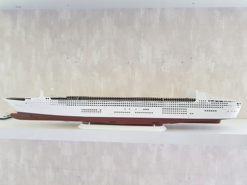 Queen Mary 2 mit LED-Beleuchtung / Revell, 1:400 20200752
