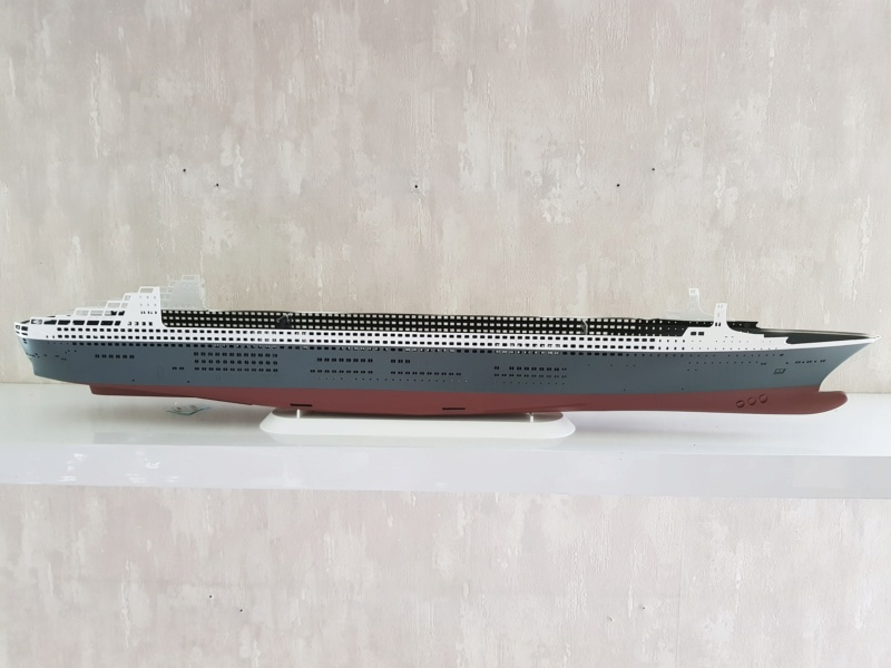 Queen Mary 2 mit LED-Beleuchtung / Revell, 1:400 20200755