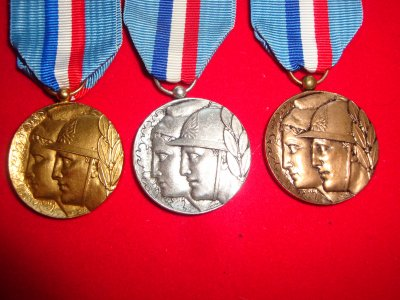 Médaille française  D44baf10
