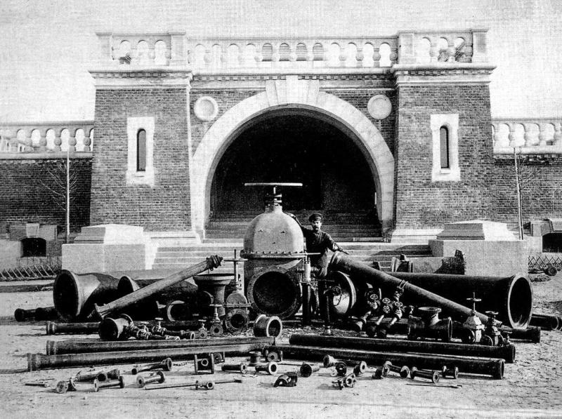 Статья от Meduza: Акведук, станция, фонтан. Как был устроен водопровод в Москве 200 лет назад  1710