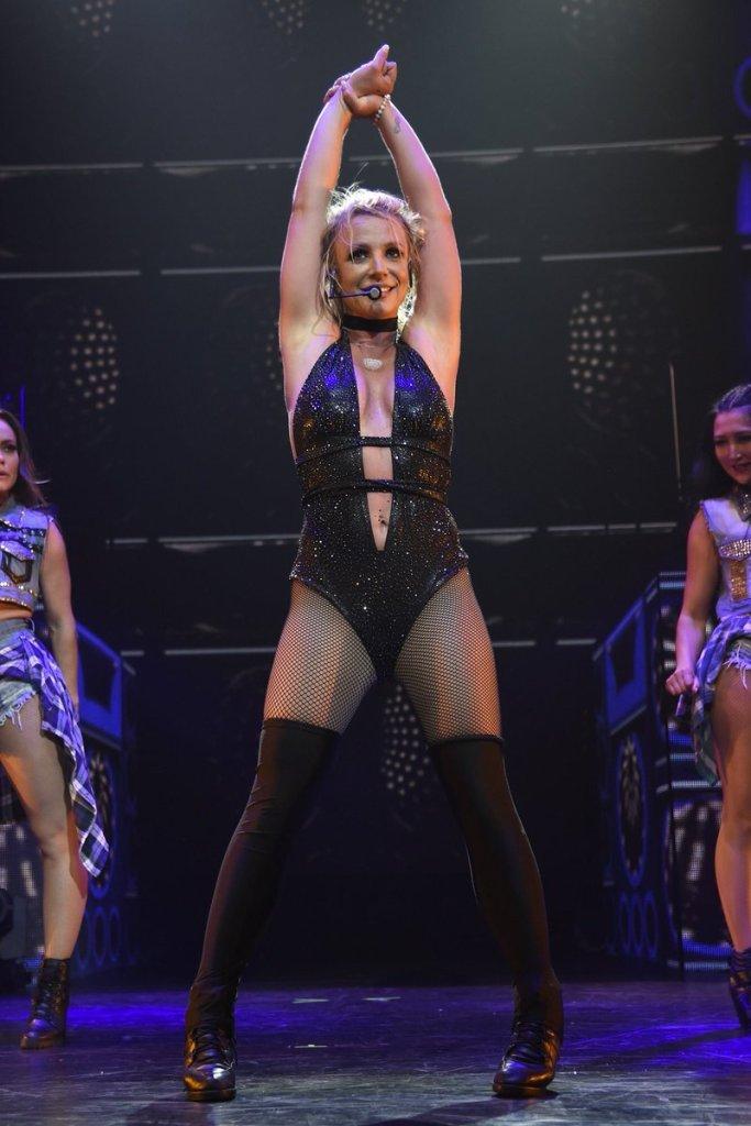 Britney Spears  - Σελίδα 16 045f4b10