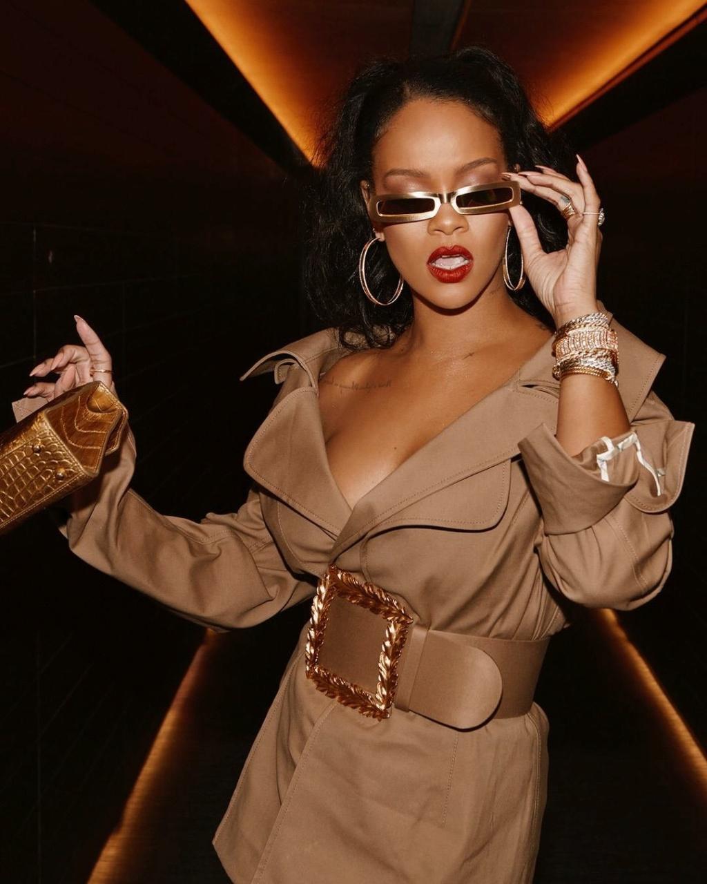 Rihanna  - Σελίδα 4 6bd20810