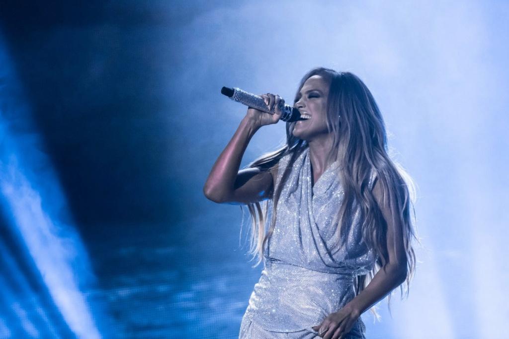 Jennifer Lopez - Σελίδα 17 711c2310