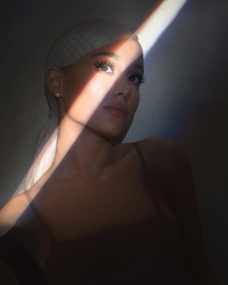 Ariana Grande  - Σελίδα 2 72ca1410