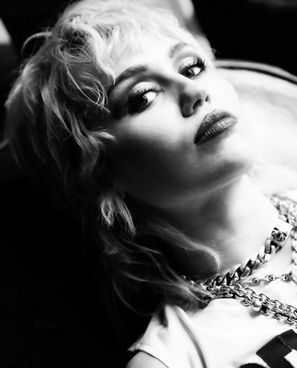 Miley Cyrus - Σελίδα 7 Ad114210