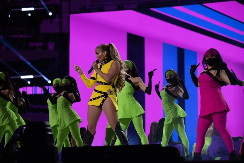 Jennifer Lopez - Σελίδα 11 B566c310