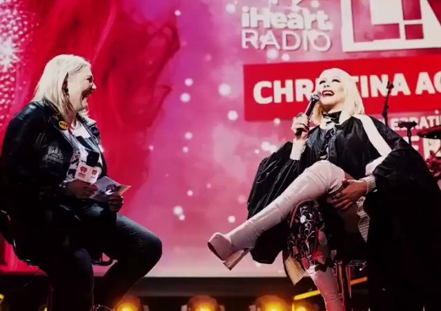 Christina Aguilera - Σελίδα 7 E17c0e10