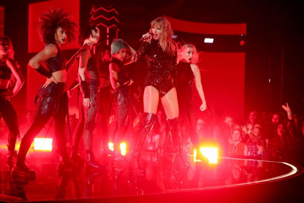 Taylor Swift - Σελίδα 5 E4c12e10