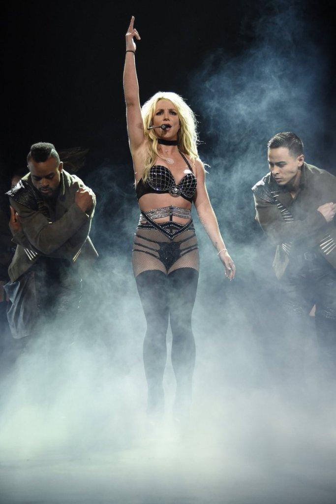 Britney Spears  - Σελίδα 16 E73aa310