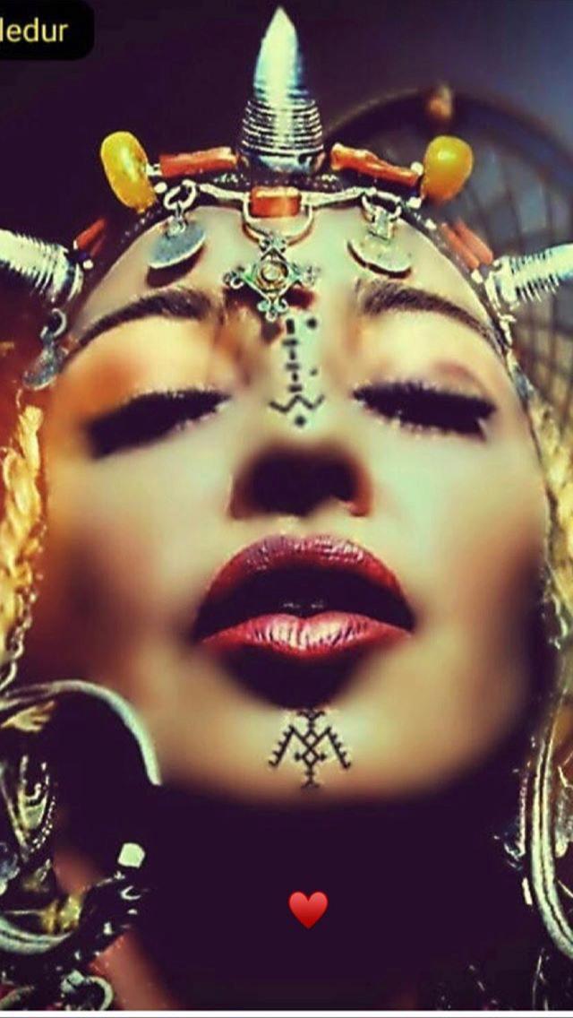 Madonna - Σελίδα 2 Fb6d3110