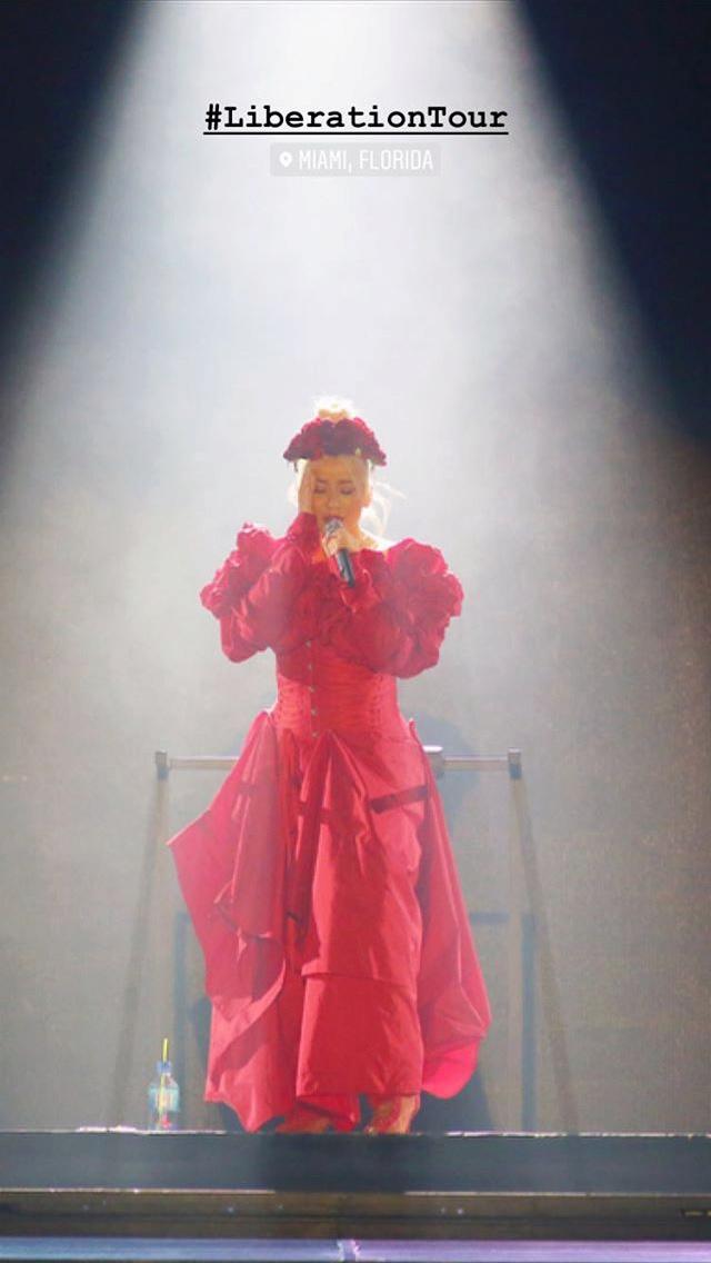 Christina Aguilera - Σελίδα 6 Fe740b10