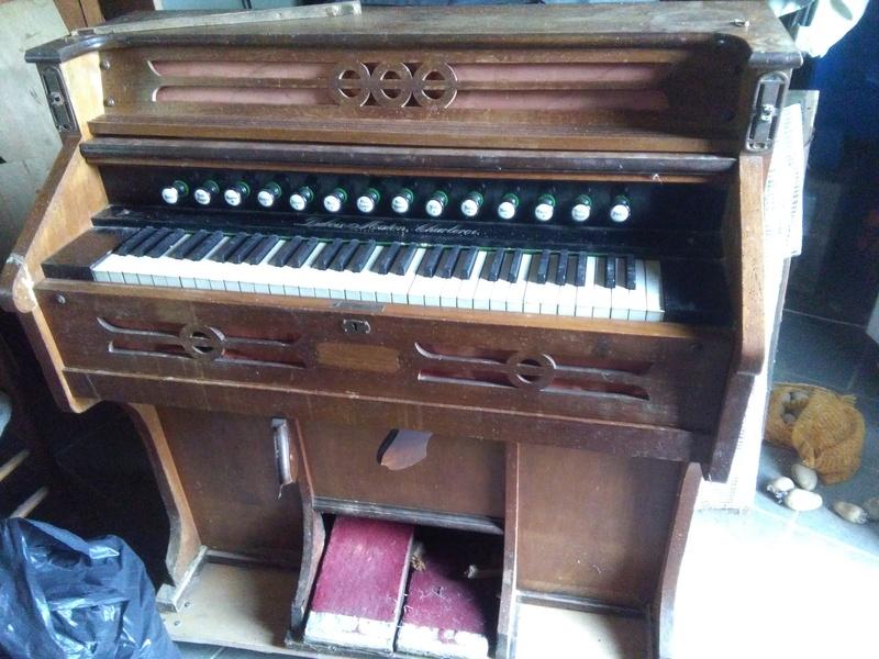 Harmonium vermoulu Img_2010