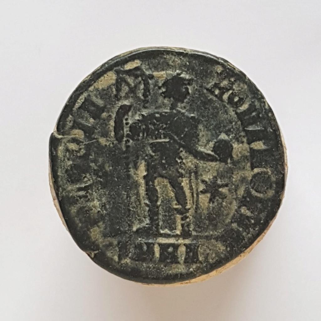 Decargiro de Teodosio I. GLORIA ROMANORVM. Emperador con lábaro. Heraclea 40485010