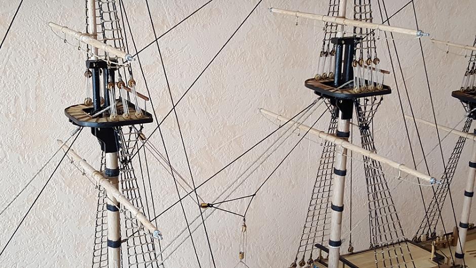 """Construction du """"Sovereign of the Seas"""" au 1/84 par Glénans - Partie II - Page 37 Hauban10"""