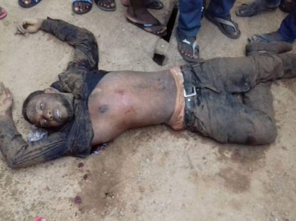 Graphic Pictures From Today's Bank Robbery In Igarra, Edo State Robb10