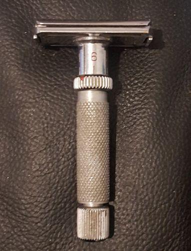 please Help me to identify this razor 0-02-013