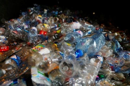 Et si on en finissait avec les bouteilles en plastique ? 25050710