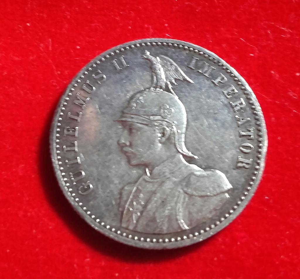 Aquí teneis 2 preciosas monedas del Este de Africa ,entonces colonias de Imperio Alemán y que casualidad que las 2 son de 1/2 Rupie pero diferentes reversos. 20181236