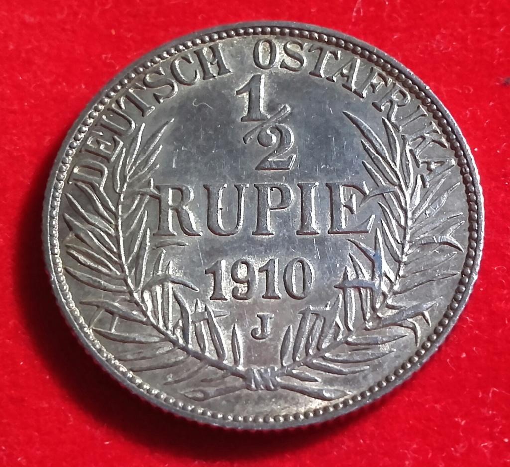 Aquí teneis 2 preciosas monedas del Este de Africa ,entonces colonias de Imperio Alemán y que casualidad que las 2 son de 1/2 Rupie pero diferentes reversos. 20181238