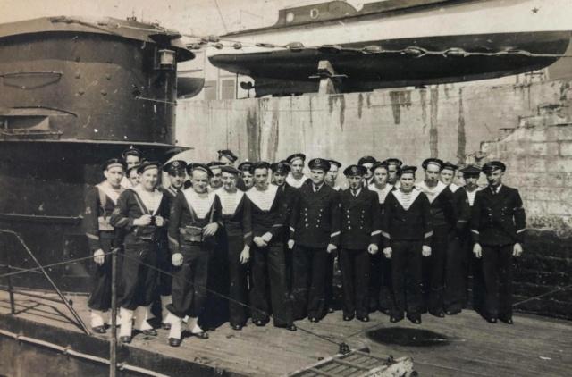 Sous-marin LAUBIE (ex U-766) - Photos originales équipage 95729210