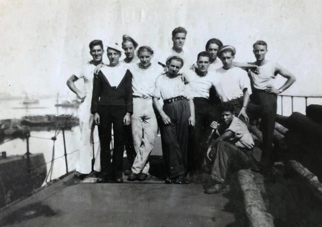 Sous-marin LAUBIE (ex U-766) - Photos originales équipage 95796310