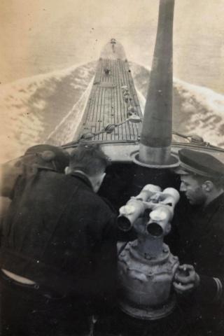 Sous-marin LAUBIE (ex U-766) - Photos originales équipage 95897311