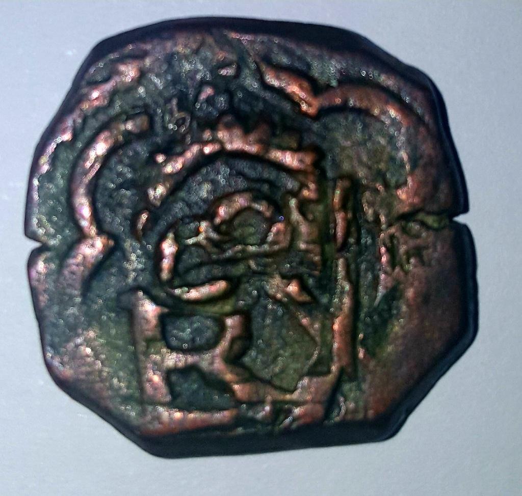 8 maravedís a martillo de Felipe III o IV, resellados. 111