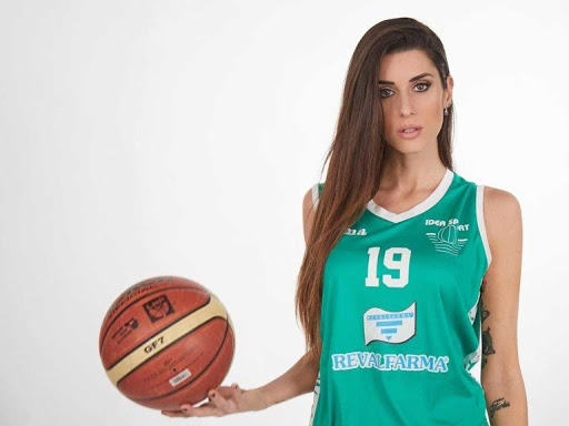 Valentina Vignali Unname11