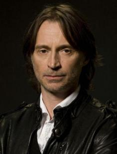 ¿Cuánto mide Robert Carlyle? - Altura - Real height K9zkbt10