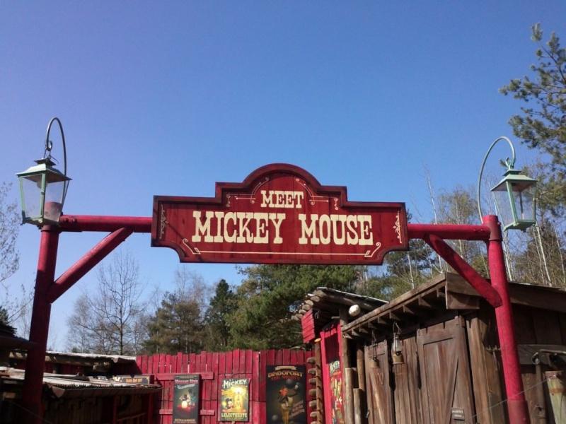 Meet Mickey Mouse à Fantasyland  - Page 2 Ao_4sj10