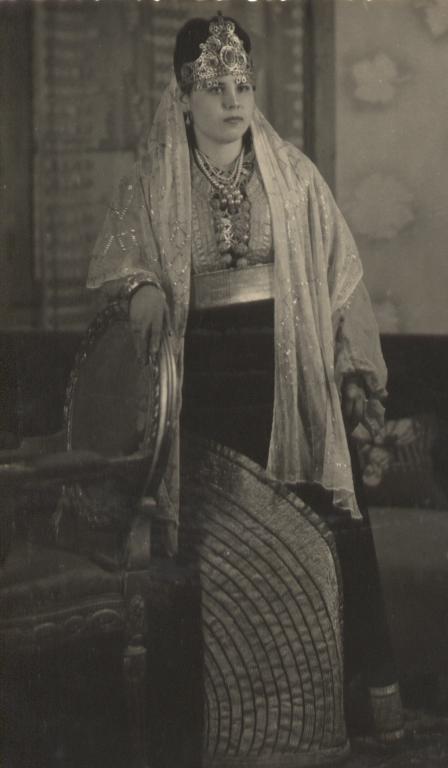 SOIR DU HENNE AVEC  LA KESOUA EL KBIRA (grande robe en arabe) - Page 2 1cousi10