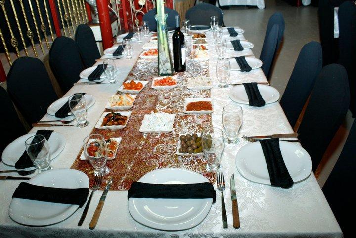 LES SALADES SUR LA TABLE 26737411